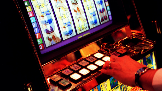 Article image for Pokies manufacturers are resisting a $1 cap on its machines in Queensland