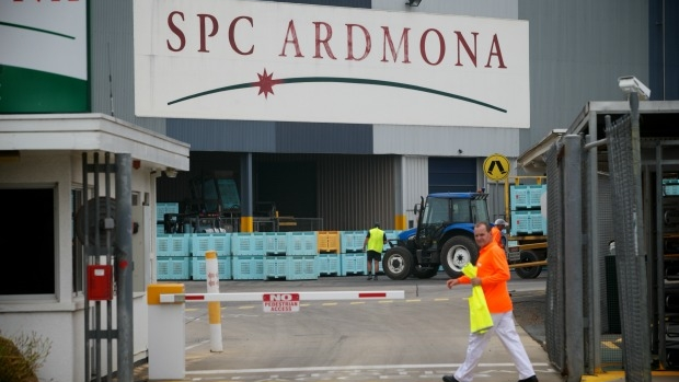 Article image for Woolworths deal with SPC Ardmona up in the air