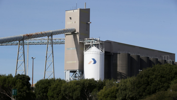Article image for Treasurer Tim Pallas explains why Victoria is rescuing Alcoa's Portland smelter