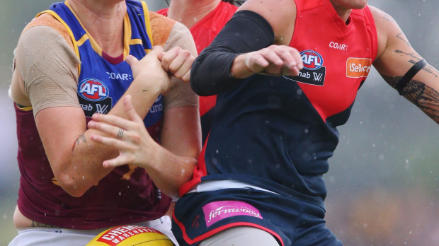 Article image for Kate McCarthy is believed to be the first player to play AFL with a pacemaker