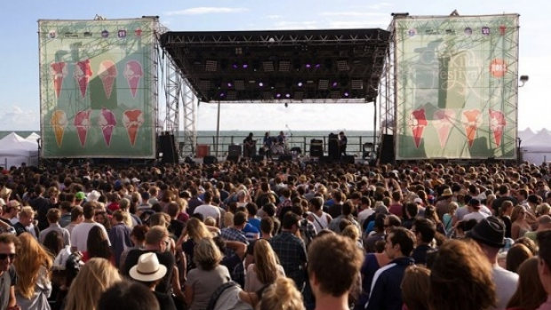 Article image for Police call on people to act responsibly at St Kilda festival