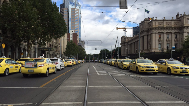 Article image for Traffic chaos on the Bolte Bridge as taxis drivers protest