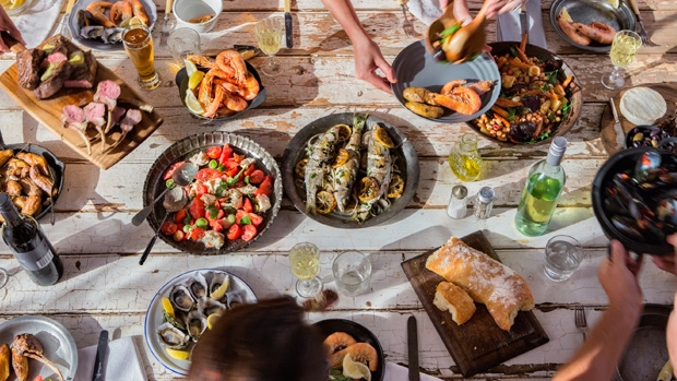 Article image for Food writer speaks to Tom Elliott about dislike of table sharing