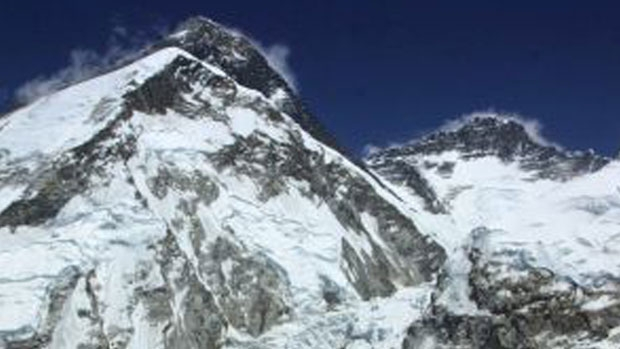 Article image for Melbourne father-of-two dies climbing Mount Everest