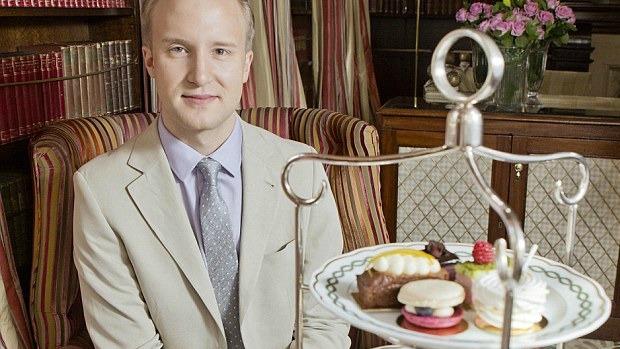 Article image for British etiquette expert William Hanson's hilarious reaction to unprofessional work attire