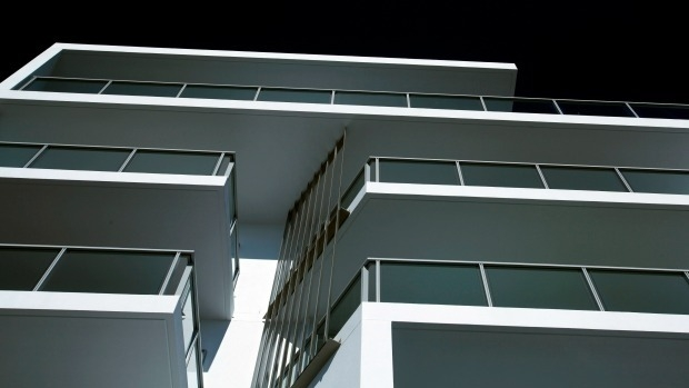 Article image for Melbourne's hot box apartments fail to meet safety standards during a heatwave