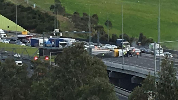 Article image for Ring Road closed after nasty crash