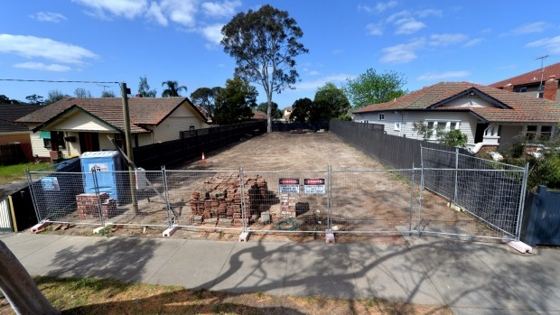 Article image for Neil Mitchell defends Dee and Darren Jolly over heritage-listed home