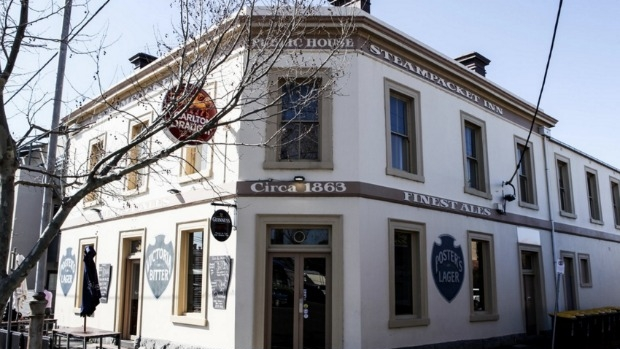Article image for 3AW's De Bortoli Pub Of The Week: Tony Leonard reviews the Steam Packet Hotel, Williamstown