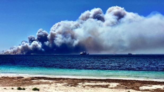 Article image for Four people dead as bushfire burns near Esperance, Western Australia