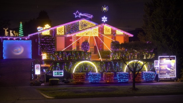 Article image for Fight erupts over Christmas lights at Allumba Drive home, Greensborough