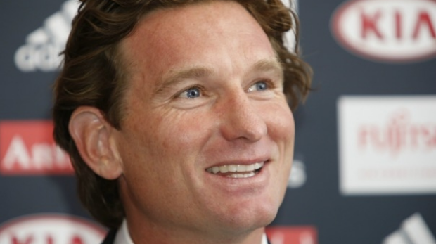 Article image for Matthew Lloyd says James Hird and Essendon 'need space' from each other