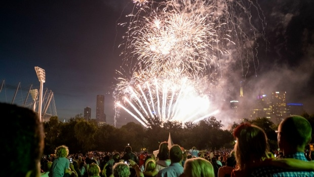 Article image for Some fireworks banned, but Melbourne CBD's New Year's Eve shows going ahead