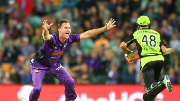 Article image for Hurricanes down Thunder in another BBL05 thriller