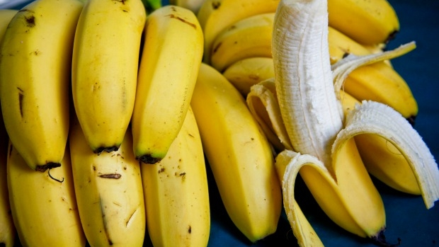 Article image for Point Cook principal hits back at school 'fruit ban' suggestions on 3AW Drive