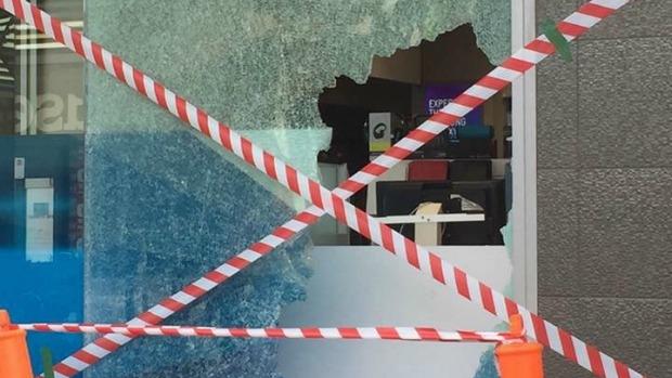 Article image for Rock thrown through window at Craigieburn Telstra store