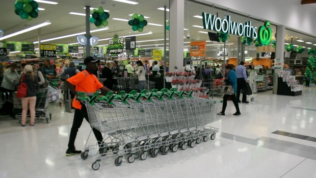 Article image for How Aldi has pushed Woolworths to risk its generic branding