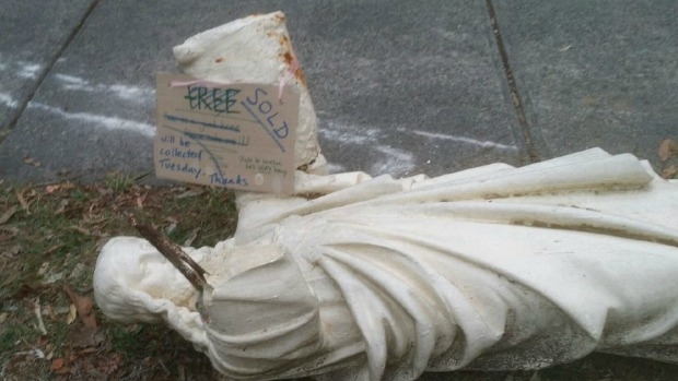 Article image for Jesus statue outside Ringwood North home, owner speaks with Ross and John