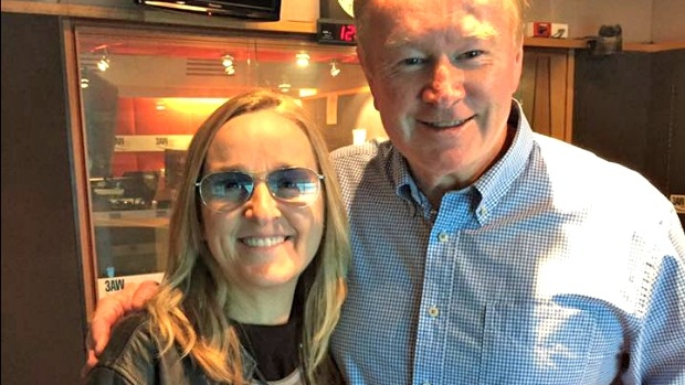 Article image for Melissa Etheridge gives free ticket to a fan in need