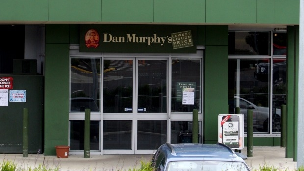 Article image for Andrews Government under fire after approving Dan Murphy's liquor store at Cranbourne East