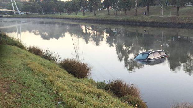 Article image for Police investigating after a car was found in the Maribyrnong river