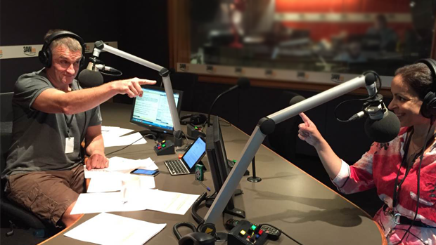 Article image for Tom Elliott and Rita Panahi discuss footy players not singing the Aussie Anthem