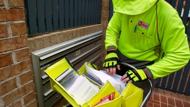Article image for Hero postman Mark Jacob comes to aid of elderly man at Dingley