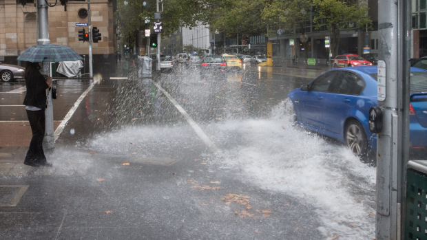 Article image for Melbourne hit with heavy rain, severe weather warning in place
