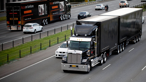 Article image for VicRoads won't extend the ban on trucks in Freeway right-hand lanes