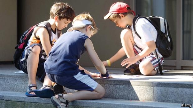 Article image for Some schools enforcing bans on AFL trading cards