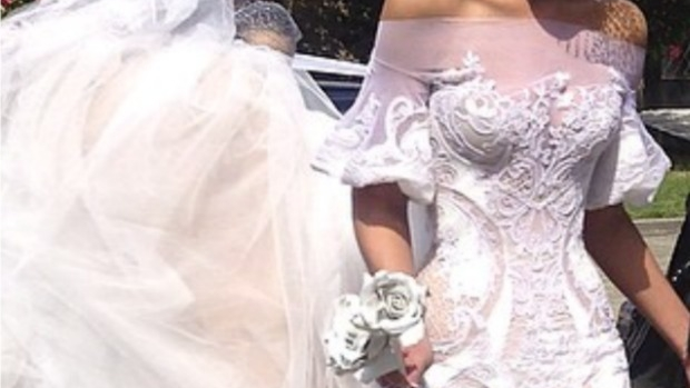 Article image for Leanne asks for Neil Mitchell's help after her wedding dress was stolen