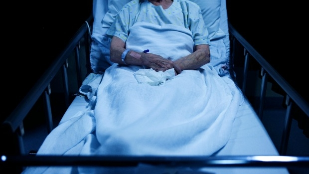 Article image for Parliamentary inquiry recommends legalisation of assisted suicide in Victoria