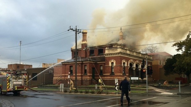 Article image for Fire crews battle blaze at Moonee Ponds court house