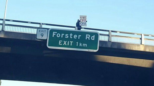 Article image for Monash Freeway protester angry at 'unionisation' of CFA