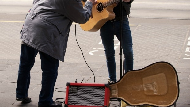 Article image for Buskers to be banned from playing amplified music on Swanston Street