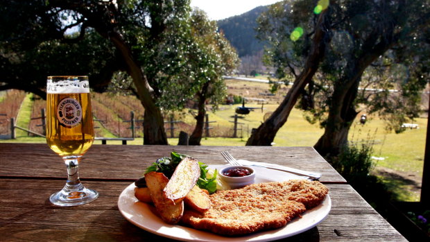 Article image for Tom Elliott learns why South Australia wants smaller schnitzels