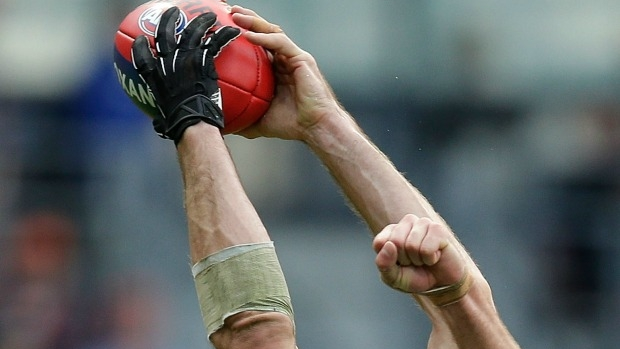 Article image for Phone call from Brendon Goddard may have sunk Travis Cloke and his glove