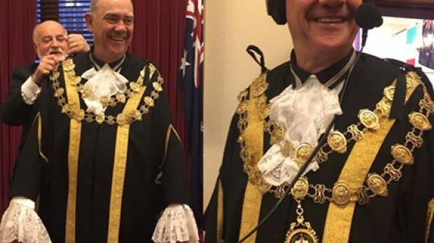 Article image for WATCH: John 'Burnso' Burns tries on the Lord Mayor's robes