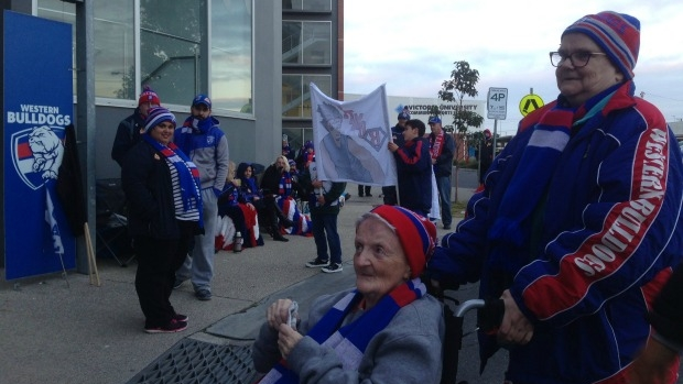 Article image for Dozens of Western Bulldogs sleep at Whitten Oval to line up for finals tickets