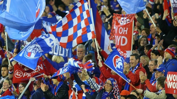 Article image for Neil Mitchell speaks with dedicated Western Bulldogs fan David Chapman from Algeria
