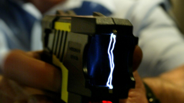 Article image for A Geelong drug dealer who managed to taser himself has avoided jail
