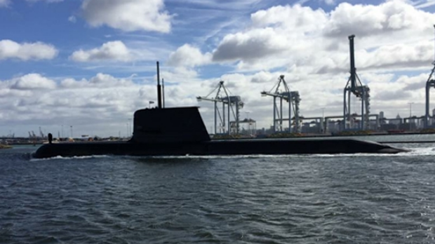 Article image for Submarine spotted under the Westgate Bridge