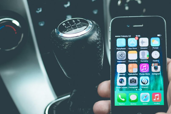 Article image for TAC boss 'not convinced' over idea to seize and smash phones of distracted drivers