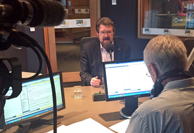 Article image for Derryn Hinch turns citizenship blowtorch on Liberal Senator
