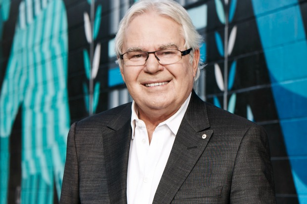Article image for Iconic soccer broadcaster Les Murray dies