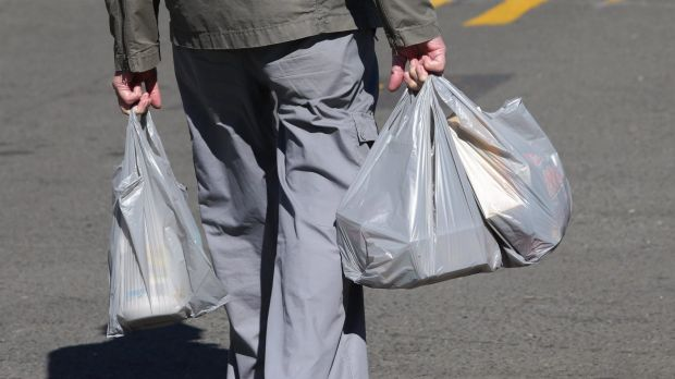 Article image for Supermarket giant to scrap plastic bags for good