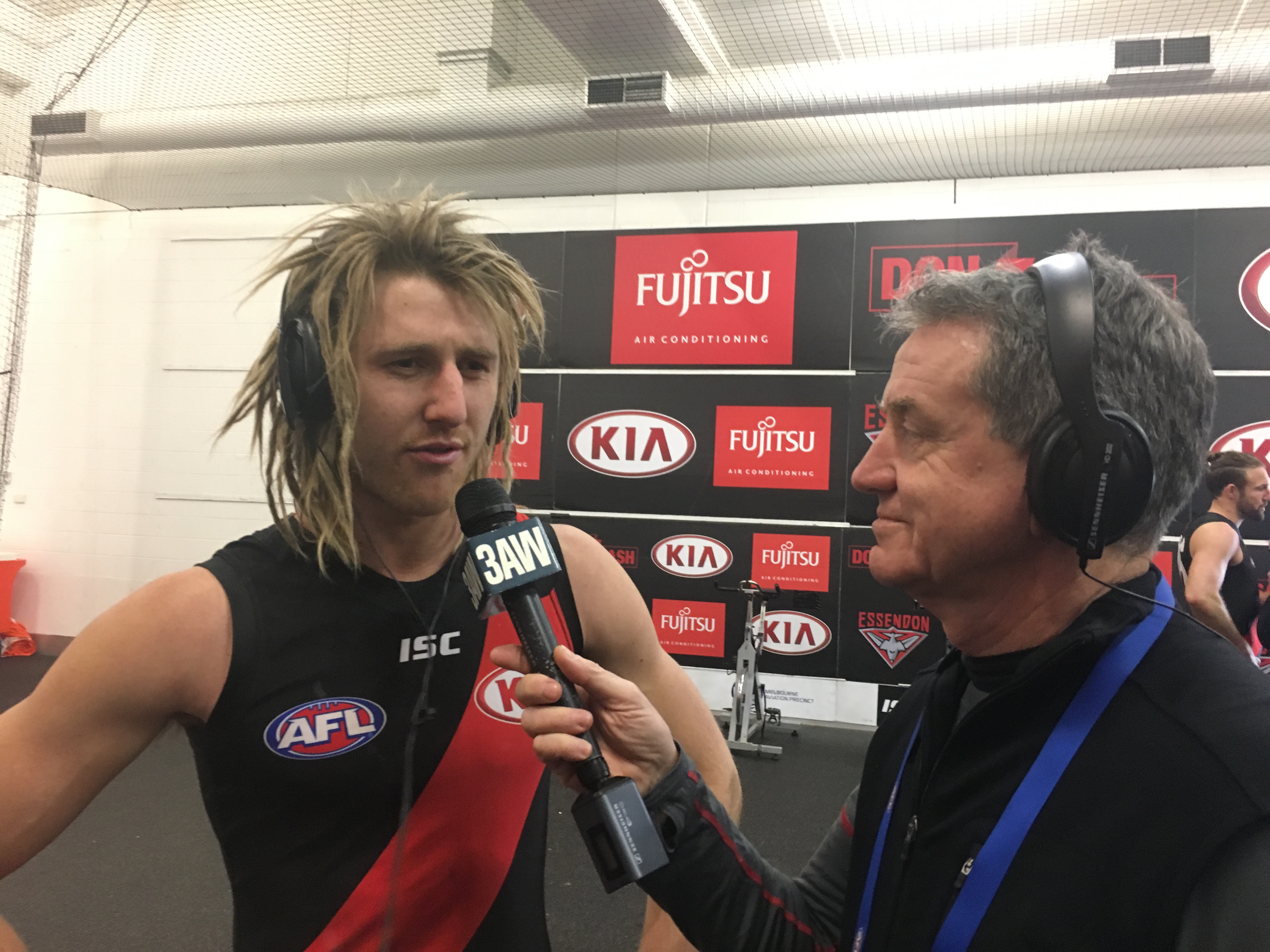 Article image for Essendon overruns Carlton for thrilling eight-point win at the MCG