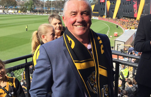 Article image for Collingwood great Tony Shaw explains THAT scarf!