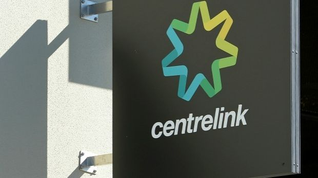 Centrelink stuff up sees single working mum an extra $1000 a week out of pocket