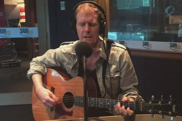 Article image for Billy's Busker: Fred Smith joins Grubby and Dee on The Weekend Break